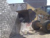 تنفيذ 11 حالة إزالة تعديات بمساحة 10 قراريط و22 سهما بمدينة الطود.. صور