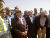 وزير  النقل يصل المنيا ويتفقد محور سمالوط الحر والطريق الصحراوى