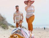 نجمة على انستجرام.. ثنائى يلتقطان صورا مذهلة مع سلحفاتهما مرتدية نفس الأزياء