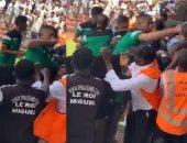 منافس الزمالك.. الكاف يوقف مدافع الرجاء المغربى بعد اشتباكه مع جماهير مازيمبى