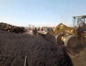 صور .. إزالة مكامير الفحم من على مصرف بحر البقر بالشرقية