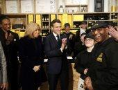 ماكرون وزوجته يفتتحان مقهى لذوى الاحتياجات الخاصة فى باريس