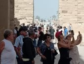 20 صورة ترصد الإقبال السياحى الكبير على الأقصر لزيارة الأماكن الأثرية