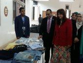 صور.. افتتاح معرض ملابس خيرى بكلية الطب البيطرى بجامعة بنها