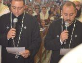 مطران أسوان يكلف كاهنين جدد بالخدمة فى قداس الصوم الكبير