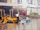 """صور.. """"بحر التجمع.. التسعين سابقا"""".. الأمطار تغرق السيارات بشارع الـ90 بالتجمع"""