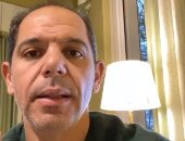 """كان نفسه فى شتاء أوروبى.. رامى إمام بيلم مياه الأمطار بـ""""الطشت"""" من بيته.. فيديو"""