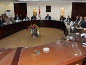 """وزير الإسكان يكلف باجتماعات دورية لمتابعة تنفيذ مشروع سد ومحطة """"يوليوس نيريرى"""""""