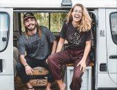 زوجان يعيشان فى شاحنة ويجوبان العالم للتوعية بالحفاظ على البيئة.. صور