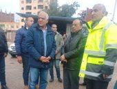 صور.. وزير التنمية المحلية ومحافظ الجيزة يتابعان شفط مياه الأمطار بالدائرى والمحور