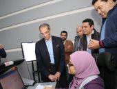 وزير الاتصالات يتفقد مركز المراقبة والتحكم لشبكة الشركة المصرية للاتصالات