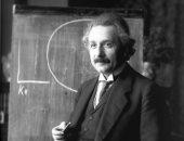 أينشتاين يبعث رسالة لـ رئيس أمريكا عن القنبلة الذرية.. يحذره أم يرغبه؟