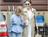 أنجلينا جولى تتحدى الزحام وتتسوق بكامل أناقتها مع ابنتها.. صور