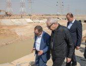 """صور.. رئيس """"اقتصادية قناة السويس"""" يتفقد آثار السيول بالمنطقة الصناعية"""