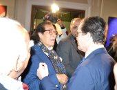 سفير فرنسا بالقاهرة يبدى اعجابه بلوحات فاروق حسنى ويطلب اقامة معرض له بباريس