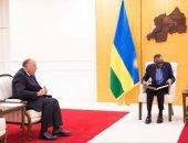 وزير الخارجية يزور رواندا ويُسلِّم رسالة رئيس الجمهورية للرئيس الرواندي