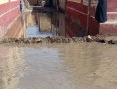 أهالى قرية قصر الباسل بالفيوم يشكون تراكم مياه الأمطار ويطالبون بإزالتها