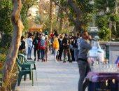 مواطنون يصطفون على كورنيش النيل رغم التحذيرات من انتشار كورونا.. صور