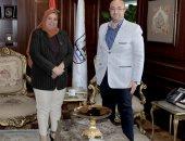 محافظ بني سويف يبحث مع رئيس لجنة أسر الشهداء سبل التعاون المشترك