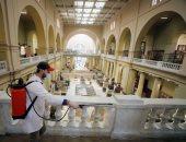 وزارة السياحة والآثار تبدأ حملة تطهير وتعقيم المتحف المصرى.. صور