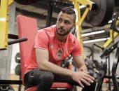 أحمد بيكهام يلجأ إلى شواطئ الإسكندرية للتغلب على ملل توقف كورونا