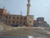 اضبط مخالفة.. أهالى قرية كفر الأشراف بالشرقية يصلون الظهر جماعة أمام المسجد