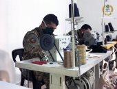 الجيش اللبنانى يصنع الكمامات الطبية وتوزيعها على جنوده للوقاية من كورونا.. صور