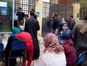 شباب الفشن ببنى سويف ينظمون توافد المواطنين على ماكينات الصراف الآلى..صور