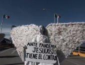 مكسيكيون يرتدون ملابس ملائكية ويتوسلون للسماء لرفع وباء كورونا.. فيديو