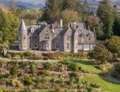 مناسب للعزل.. منزل اسكتلندى فاخر بـ13 غرفة وبحيرة خاصة وبسعر مذهل