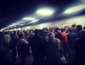 فيديو وصور.. زحام على محطات مترو الأنفاق قبل ساعة من تطبيق حظر التجوال