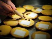 صور.. خباز يصنع كعكات على شكل لفائف ورق التواليت بألمانيا