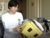 الحاجة أم الاختراع .. أب صيني يصمم حقيبة لأبنة لحماية من فيروس كورونا .. فيديو