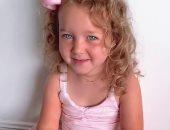 فيديو.. طفلة 3 سنوات توجه رسالة للعالم: ابقوا فى منازلكم.. أفتقد والدى الطبيب