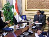 رئيس الوزراء يؤكد ضرورة استمرار العمل بالمصانع والالتزام بتطبيق الإجراءات الوقائية