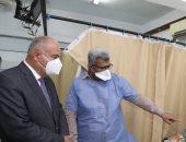 محافظ قنا يتابع مستوى الخدمة الطبية بالمستشفى العام