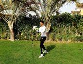 محمد عبد المنصف يستغل الحجر المنزلي في التدريب من حديقة متزله .. فيديو