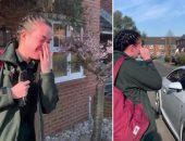 فيديو.. انهيار مسعفة بريطانيا فى البكاء بعد تصفيق العشرات لها