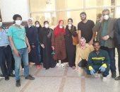 خروج أول 6 حالات من العزل بعد تعافيهم من فيروس كورونا فى أسوان.. صور