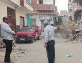 صور.. رئيس مدينة إسنا يحيل مسئول النظافة بالمدينة للتحقيق لتقاعسه في العمل