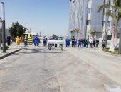 أطباء مستشفى العزل بالإسماعيلية يصلون صلاة الجنازة على الدكتور أحمد اللواح.. صور