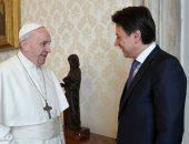 صور.. البابا فرنسيس يلتقى رئيس وزراء إيطاليا بالفاتيكان لبحث أزمة كورونا