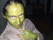 """بريطانية تتحول إلى اللون الأخضر بعد استخدامها """"تان"""" منتهى الصلاحية.. صور"""