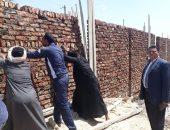 تعديات خلال حظر التجوال.. مدينة القرنة تزيل 7 حالات تعدى على 740 متر غرب الأقصر