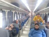 السكة الحديد تصور قطارين بخطى الصعيد والإسكندرية: العربات غير مزدحمة