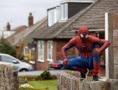 """""""سبايدر مان"""" يظهر فى شوارع بريطانيا للتوعية بخطورة فيروس كورونا"""