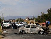 حرب شوارع مع عصابة مسلحة وسط المكسيك وحرق السيارات وإطلاق نار