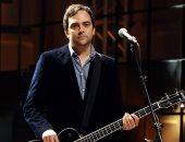 وفاة الموسيقي آدم شليزنجر الحاصل علي جائزة الإيمي بسبب فيروس كورونا