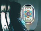 لرحلة أكثر روحانية.. تصميم مميز لملصق مرن وكأنها زجاج معشق لنوافذ الطائرات