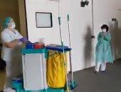 شاهد.. تصفيق لعمال النظافة فى أحد المستشفيات الإيطالية